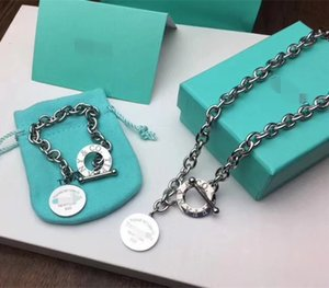 Marca progetta la collana di lusso c della collana del pendente rotondo del cerchio della moneta per la donna elegante braccialetto della clavicola regalo di nozze TT