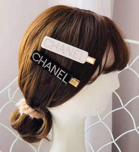 2020 accesorios de las pinzas de pelo nuevo cristal Cartas abrazaderas Negro blanco Barrettes mujeres de la muchacha de pelo pelo de la joyería