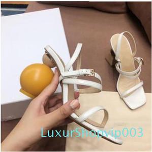 Salto estranho geométricas Mulheres Gladiator Sandals Moda Selena Gomez Nude Preto Strap Buckle bombas de alta do vestido sapatos de salto Plus Size casamento