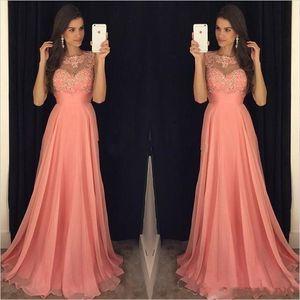 Plus Size Coral rosa A linha de vestidos de dama de honra Chiffon Jewel Neck Lace apliques de contas até o chão Maid of Vestidos Bridal Party Honor