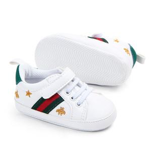 Детская обувь для новорожденных Мальчиков Девочка Кроватка Обуви для новорожденных Осени белых туфель Сердце Soft-подошва противоскольжения пряжки ремень Prewalker кроссовок