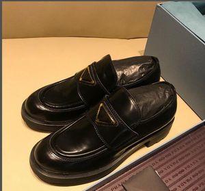 Die neuen Frühjahr schwarze Plattform beiläufige Schuhe Marke Mode Freizeit Kleidschuhe rutschfest faulen flacher Bootsschuh der runde Zehe Slip-onmüßiggänger