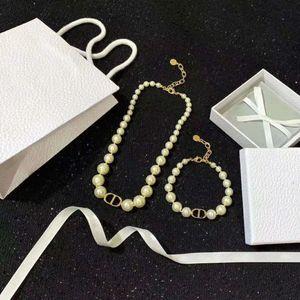 Más vendidos carta clásico de la perla de la joyería de moda salvaje para mujer pulsera de perlas collar de perlas