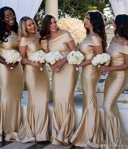 Barato Fora do Ombro Árabe Sereia Vestidos de Dama de Honra 2020 Plus Size Champagne Backless Maid of Honor Vestidos Moda Vestidos de Convidados do Casamento