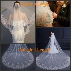 Cheap Tier 2 Bridal Veil casamento com Comb Lace Applique Lantejoula Borda Branco / Marfim Acessórios de cabelo Wedding Veil para Noivas duas camadas