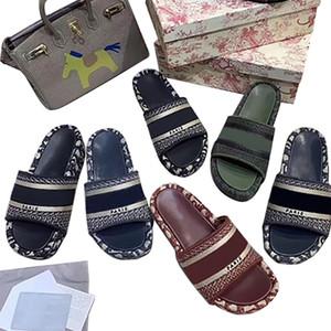 Diseñador de lujo DWAY Diapositivas rayas sandalias bordado verano 5cm plataforma Zapatilla mujer outdoor tirón de la playa flopes del arco iris letras zapatillas