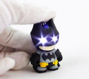 Super-héros Batman Minions Cosplay Porte-clés Film LED 3D Batman Porte-clés avec bande dessinée sonore Animal Son Pendentif lampe de poche