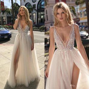 2020 Berta Bohemian Vestidos de noiva frisada V profundo Neck Boho vestidos de noiva A Linha Side Dividir o chão Tulle Vestido De Novia