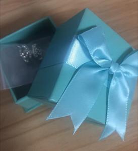 Pendientes del diseñador de moda para las mujeres de la joyería con los pendientes del estilo de la letra del diamante cristalino para la fiesta de la boda con el arqueamiento azul caja de regalo