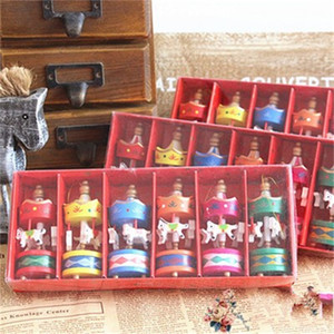 Großhandel Bunte Mini-Karussell-Pferdeverzierung Holzpferd Spielzeug für Jungen und Mädchen Cartoon Mode-Design 1 8JY H1