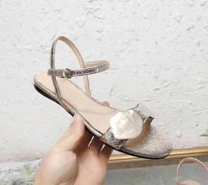 2020 venta caliente, sandalias de la señora Brand Classic hebilla de metal hebilla sandalias de las mujeres de cuero del talón inferior deslizadores de la playa del diseñador