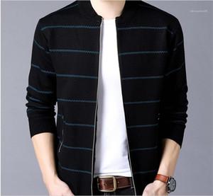 Collar listrado Imprimir capuz bolso com zíper cor de contraste manga comprida Sweaters Mens malha Cardigan Sweaters suporte