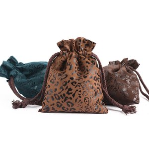 Recién 5pcs / lot al por mayor 13x16cm leopardo / dragón del patrón Espesar con cordón de terciopelo ante regalos Bolsas de joyas caja de embalaje de la bolsa