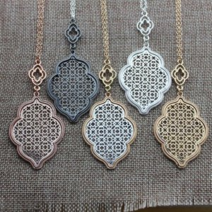 Christmas Gift Fashion Boutique Filigree Clover Pendant Necklace for Women Long Chain Hollow Openwork Two Tone Geometric Necklaces Pendants