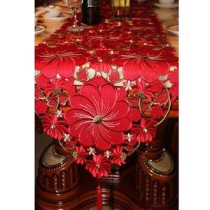 Tabla de la boda roja Runner floral hecho a mano bordado Camino de mesa de lujo corredores de la tabla de eventos para la decoración del partido Y200421