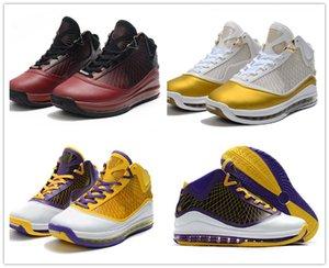 2020 새로운 디자인 L7 크리스마스 중국 달 레이커스 남자 농구 신발 제임스 (7) 화이트 골드 퍼플 팀 레드 남성 디자이너 스포츠 트레이너