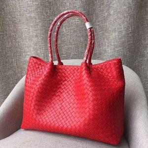 Klassische Hot Tote Bag für Damen. Designerhandtasche, handgewebtes Lederdesign. Abnehmbarer Liner Carrier. Lässiger Kleidungsstil. Reisen einkaufen essen