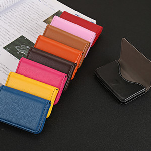PU Leather Personalzied Nome Custom Business Card Holder Magnet Big Capacidade clássico Box Cartão Estilo PU Moda ID Card Mini Caso Carteira