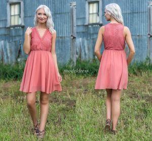 Boho Watermelon Bridesmaid Dresses 2019 V 목 짧은 레이스 쉬폰 여름 해변 컨트리 가든 웨딩 게스트 가운 명예 복장의 하녀 저렴한