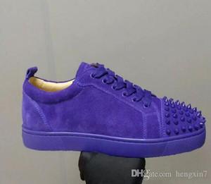 Zapatos rojos de fondo almacén al por mayor! Junior Spikes planas gris del ante remaches del dedo del pie de los hombres al aire libre de la calle Formadores bajo la zapatilla de deporte del patín del zapato con cordones zapatos de los hombres