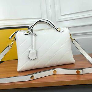 2021 Nuevo Diseñador Clásico Hot Bolsos de Mujeres Correa de Moda Bolsas Crossbody Bolsas Cuero Genuino Negro Basg Messenger Bag Tote Moneda 32 cm