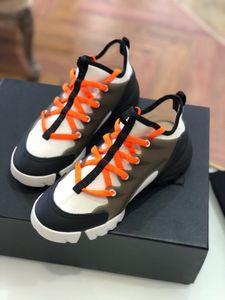 Heißer Verkauf neueste Designer beiläufige Entwerfer beschuht bequemes ledernes weiches Freizeit-Müßiggänger-Erwachsen-breathable Schuhwerk mit Kasten 35-41