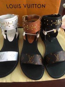 Femmes DesignerLuxury Sandales Diapo Chaussures d'été Mode Plage DesignerShoes Doublure en cuir de vache de BrandSlipper Flip Flop Box 2021510Q