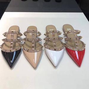 Mocassins New clouté Femmes Chaussons en cuir Designer caoutchouc Noir Blanc Rouge Bleu Knite Chaussures 35-42 avec la boîte