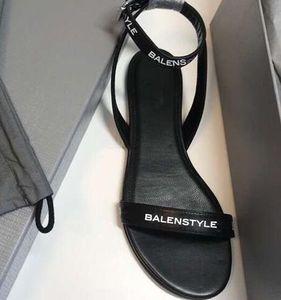 Hot Sale-2019 dames sandales plates designer design slide pantoufles femmes haute qualité gladiateur en cuir dames drag lettre décoration