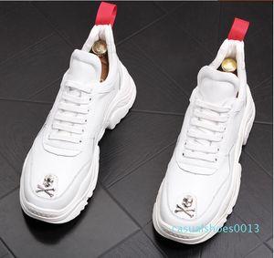 Yeni İngiliz Erkekler Rasgele Konfor Ayakkabı Gümüş Kafatası Charm Platformu Ayakkabı Moda Gençlik Man Beyaz Eğilimleri Boş c13