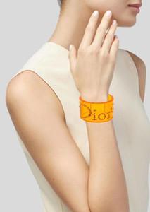 Luxus Frauen Damen Frauen Armband mit Diamanten übertrieben geöffnet Punkkristallacrylarmbänder Armbänder 3colors das Armband freies Verschiffen