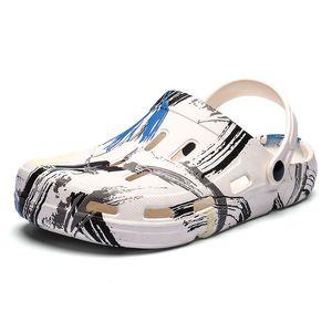 2020 Summer New Hot Shoes for Men Printed Garden Clog Slipper Sandals Male Footwear Fashion Beach Slides