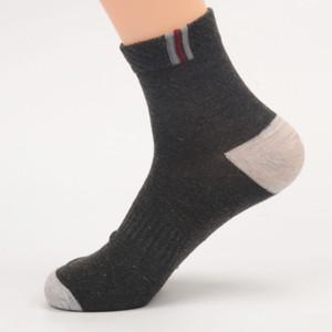 Los hombres a estrenar masculino calcetines calcetines del tobillo Calle diseñador de la ropa para hombre del deporte del baloncesto calcetines para las mujeres del tamaño libre
