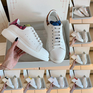 Snakeskin Korn Frauen der Männer Chaussures Schuh Velvet Black Plattform-beiläufige Turnschuh-Luxus-Designer-Schuh-Leder Volltonfarben Eleganter Schuh