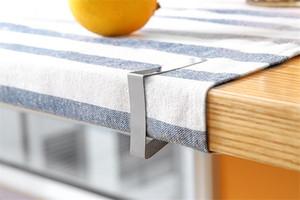 Clipes capa toalha de mesa de aço inoxidável Triângulo pano de tabela de casamento Titular Prom Toalha Grampos práticas ferramentas de terceiros ST376