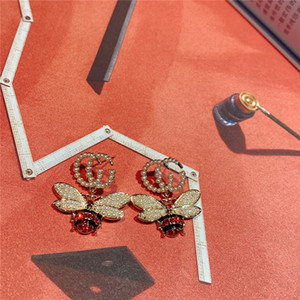 Temperamento Gg cartas simples brincos feminino Micro Embutidos Bee brincos de pérola selvagem brincos charme Brinco Stud Brincos