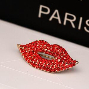 En gros la marque-mode clips écharpe boucle lèvres rouge sexy corsage Broche strass pour les femmes accessoires bijoux fête de mariage