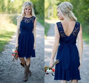 Neue Ankunft Country Style Royal Navy Blau Kurze Brautjungfernkleider 2019 Chiffon Spitze Günstige Juwel Backless Knielangen Hochzeiten Gast Kleid
