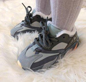 2020 del diseñador del invierno 700 niños zapatillas de deporte, además de terciopelo muchachas de los bebés calza los zapatos corrientes atléticos Deportes infantiles botas casuales de invierno para niños