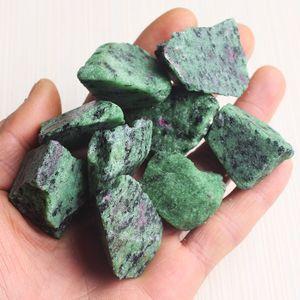 100G روبي الزوسيت الخام الأحجار الطبيعية الأحجار الكريمة Anyolite الخام روبي الزوسيت شفاء الحجارة الطبيعية والمعادن