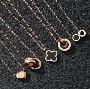 Mode Designer Colliers de luxe pour femmes Bijoux Rose Gold Chains en acier inoxydable titane Trèfle Pendentif Collier cadeau en gros