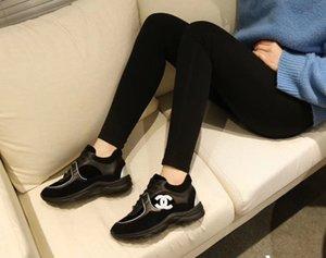 venta caliente de los zapatos ocasionales Comfort mujeres y hombres zapatillas de deporte de los zapatos de cuero ocasionales del tamaño mujeres de los hombres zapatillas de deporte 35-45 kl01A1U1I