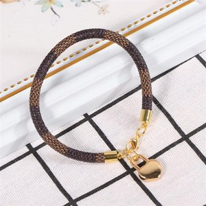 Loving Heart Bracelet Fashionable Stripes Bracelet Mini Hanging Jewelry for Woman (Brown)