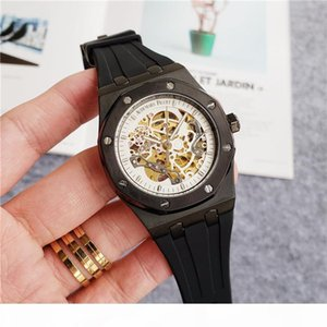 A A Luxury Mens Designer Automatic Mechanical Movement Watches Sapphire Glass 5 Atm Waterproof Rubber Watchband Diving Super Cutout Wat