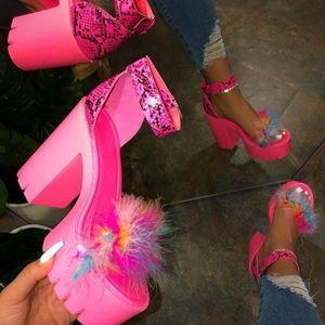 Плюс Размер Женская обувь 2020 европейских и американских Горячие Стиль Супер Высокие каблуки Толстая пятки с волосатыми сандалии для женщин