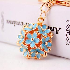 Korean creative Daisy Flower Key Chain women's bag accessories metal pendant three-dimensional hollow five leaf flower key chains