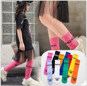 2020 Новые поступления Детские спортивные носки Детские Длинные Хлопок Letters Печатные носки Мальчики Девочки жаккардовый Спортивный Повседневная носка Straight Тарелка 35см