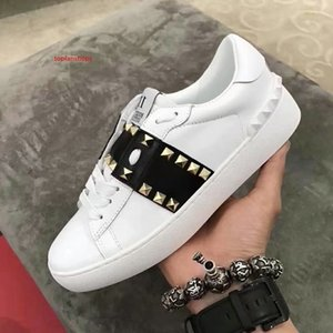 2019 Top Quality Men Women V Brand Punk Rivets Flat Couple Shoes Genuine Leather White Black Casual sports shoes Sneakers Size 35-46