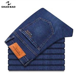 SHAN BAO Männer Slim Denim Jeans-Tasche Abzeichen Stickerei 2020 Herbst-Mode-Marken-Kleidung Cotton Stretch Blue Jeans
