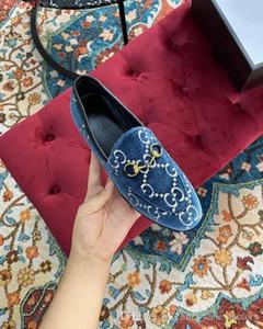 패션 레저 거리 숙녀 순수하고 신선한 조커 하드웨어 장식 디자인 블랙 핑크와 레드 가죽 스웨이드 가죽은 높은 품질을 가지고